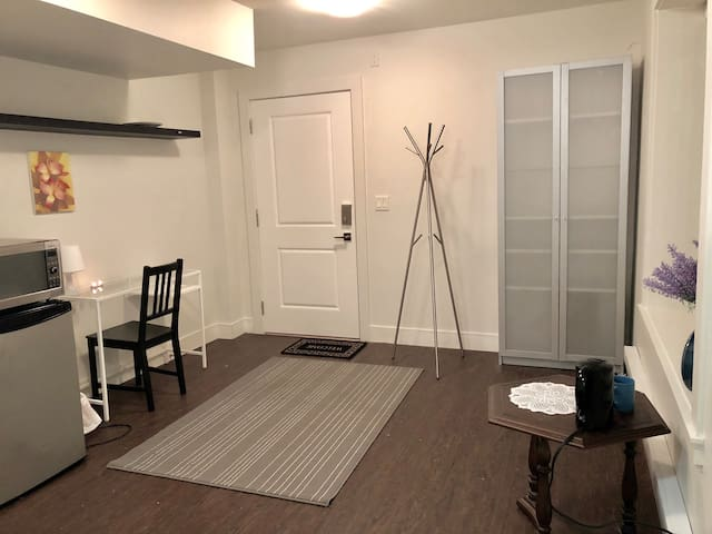 Sweet private room in heart of Clayton