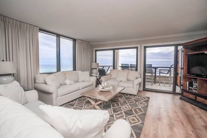 Emerald Towers 1001 | Private Patio | Free Golf!
