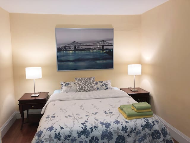 The Bridge, Large Room/Queen Bed in Shared House