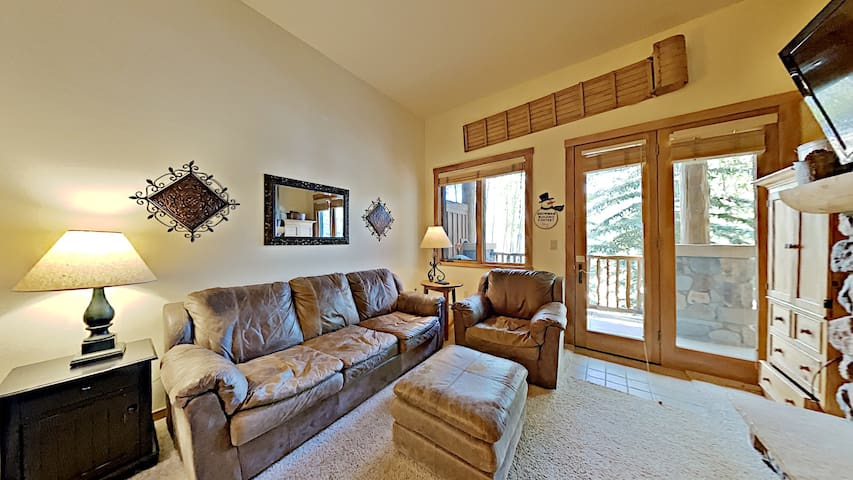 first floor condo at Arapahoe Lodge is a short walk to the Gondola!