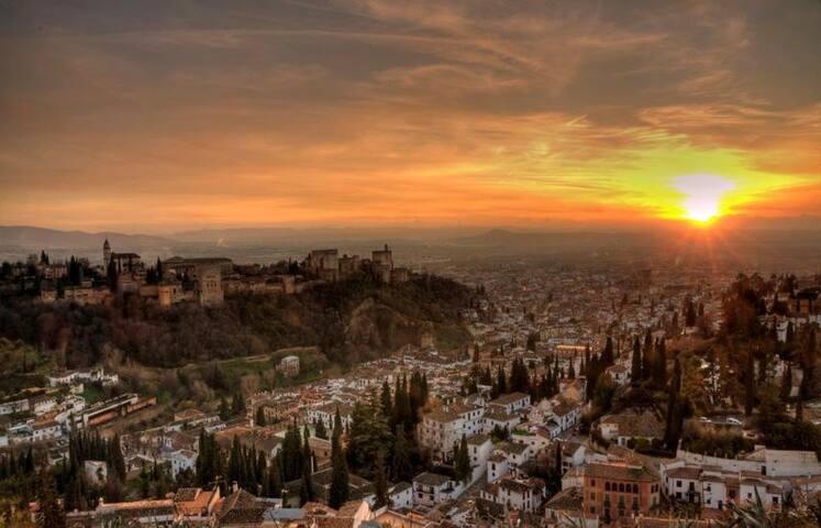 Between Granada y Sierra Nevada: huge and cosy apt - Cenes de la Vega - Appartement