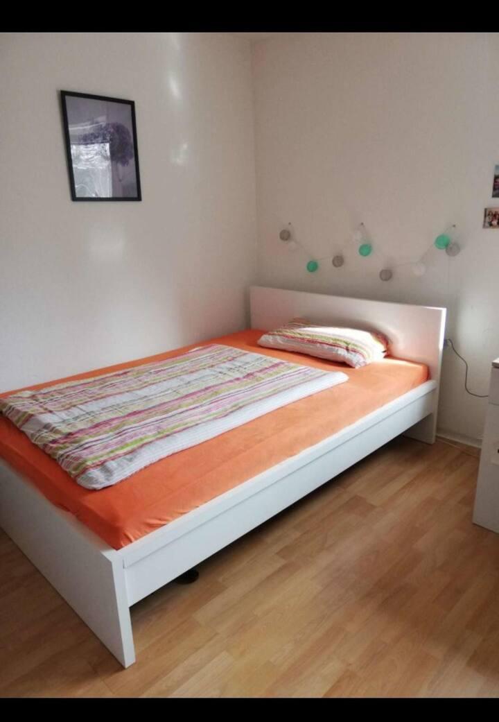 Einzelzimmer in 3er WG
