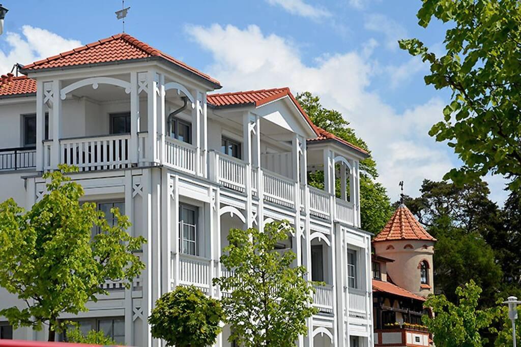 Die Außenansicht der Villa Annika im Ostseebad Sellin auf Rügen.