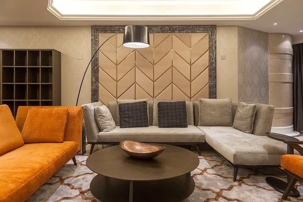 大客厅拥有两张大沙发,供您任性姿势享受。