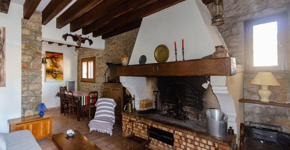 Au cœur d'un village, niché dans les Corbières.