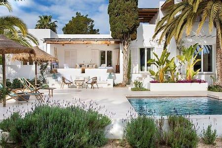 amazing villa , great views close to the beach
