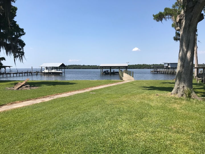 LARGE 2 bed/2 bath WATERFRONT - Top of Lake George