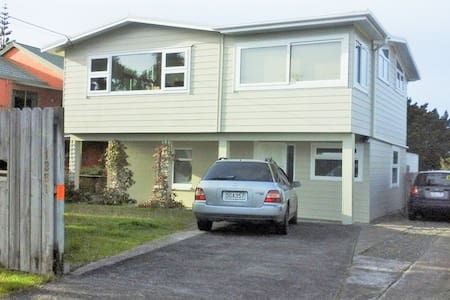 Simple Private room with shared bathroom - Whangaparaoa