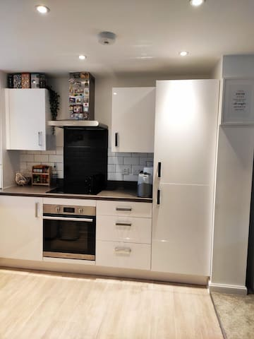 Private sizeable double room near Exeter Airport