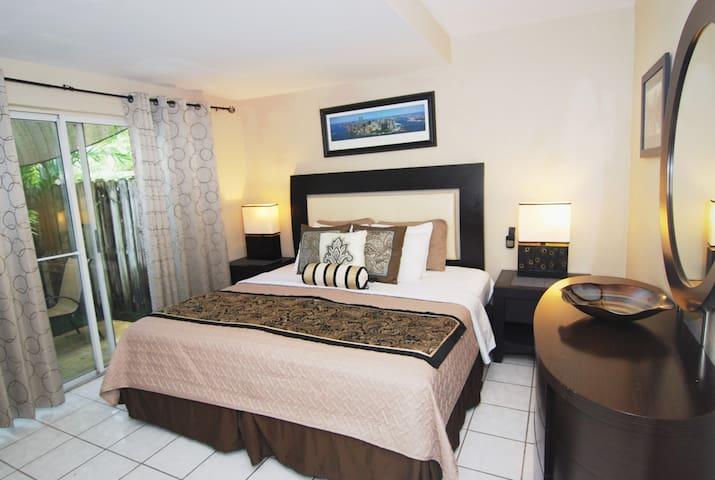 1 Bedroom King Suite, Pool, Kitchen, BBQ