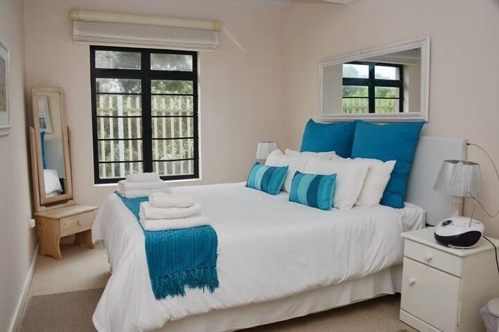 One Bedroom Seaside Apartment - Flat 2