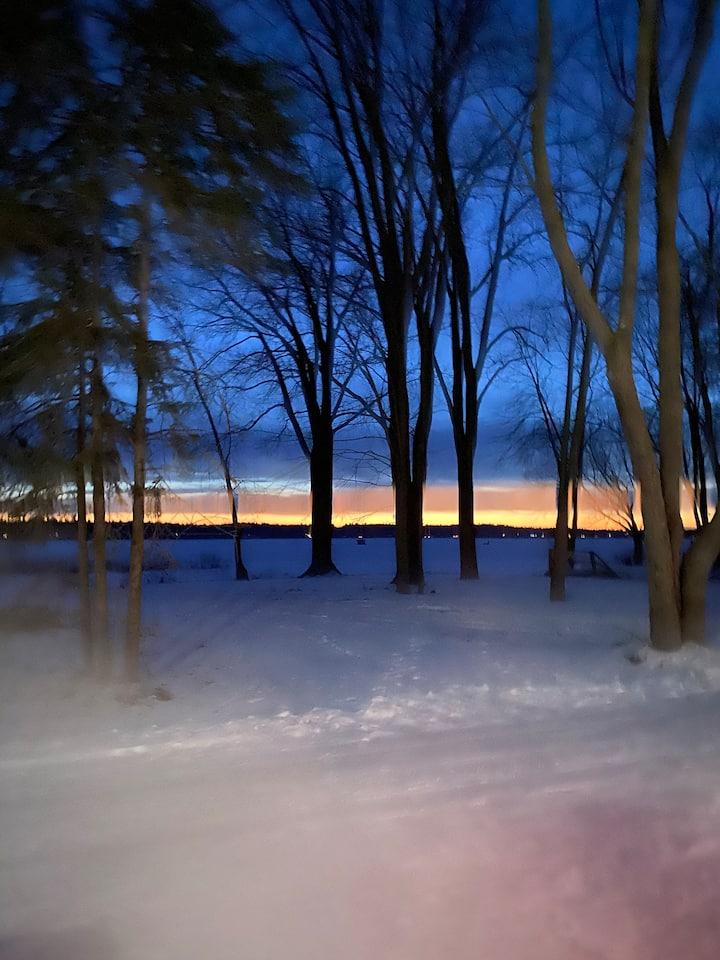Beautiful Ottawa River Cottage-Must see sunsets!!!