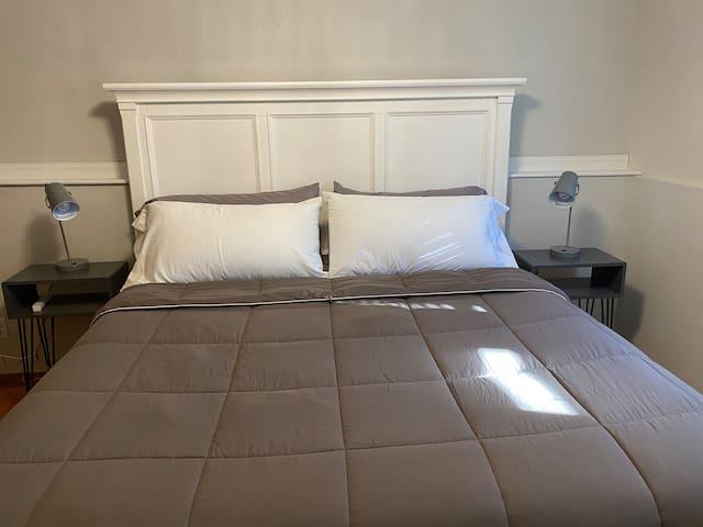 Bedroom 3, king, smart tv