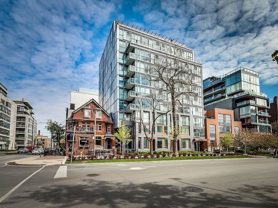 modern and cozy luxury loft in king west apartments for rent in