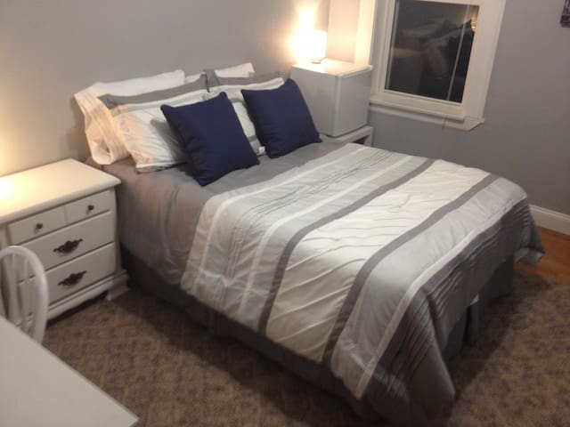 Bedroom in Princeton Heights on Macklind Avenue
