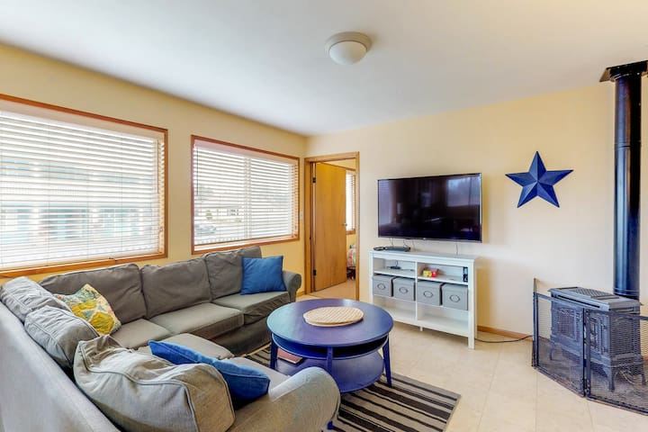 Cozy beach house in perfect spot with private lot and deck!