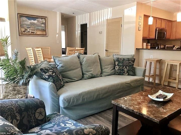 2 Bed 2 bath Condo and convertible bed (Sleeps 6)