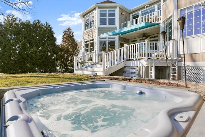 Cozy, Quiet & Private Water Front Suite  !!