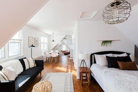 Trendy & Quaint Studio Apartment