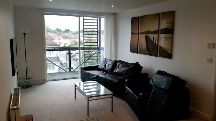 Modern 2 bed apartment - Syon Park - Isleworth - Apartment