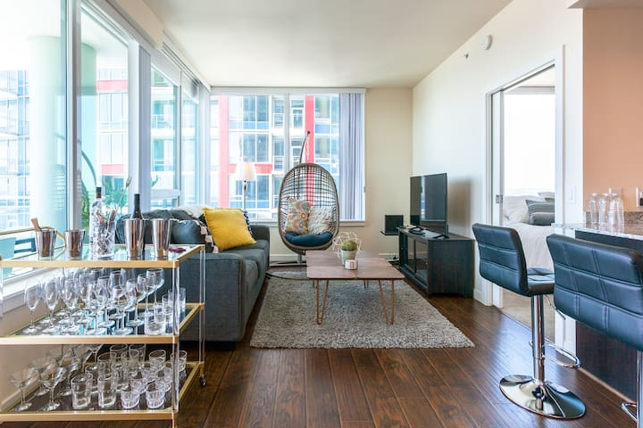 BEST 3 Bedroom Airbnb Downtown. Smart Home.