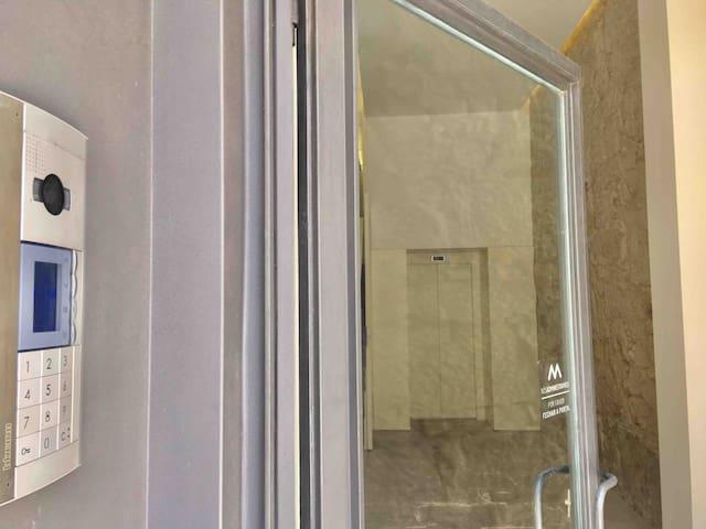 2single bed studio w/ balcony&elevator in Aliados