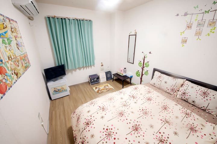 Double Room with Private Bath 4F-3 ( Chip'n'Dale)