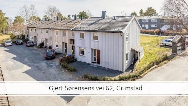 Koselig og solfylt enderekkehus i Grimstad