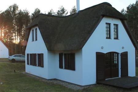 Einzigartiges, idyllisch gelegenes Reetdachhaus - kamieński