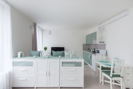 New cosy apartment with free parking in the centre