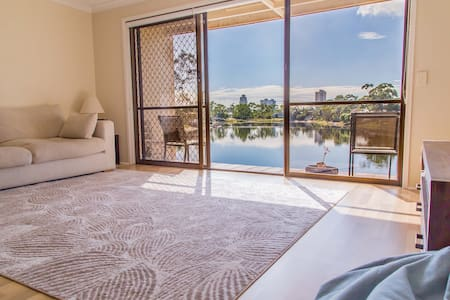 Peaceful waterfront townhouse - Burleigh Waters - Townhouse