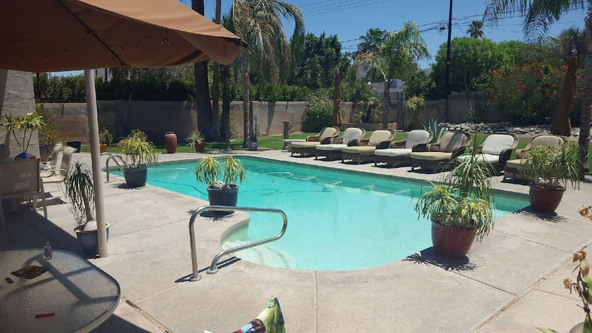 Dougs Chella Pool Pad - Palm Desert - Hus