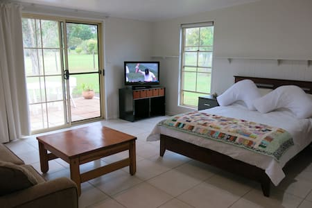 Starry Night: Self Contained Tree-Lined Guesthouse - Sancrox