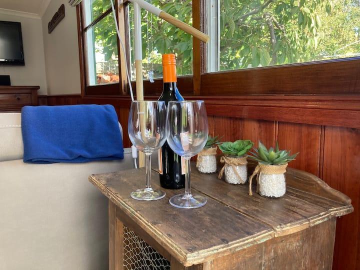 GLAMIS COTTAGE,Wine,WIFI,NETFLIX walk 2 beach,shop
