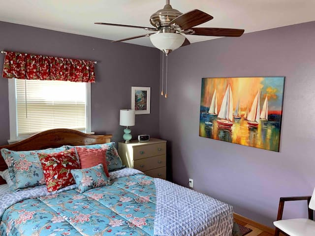 Master bedroom, queen size bed, fabulous, soft linens,