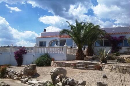 Exklusive Villa mit Pool in paradisischer Umgebung - El Perelló - Vila