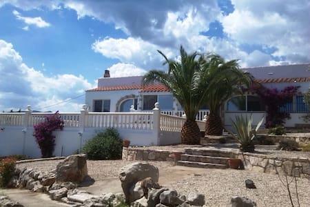 Exklusive Villa mit Pool in paradisischer Umgebung - エルペレロ