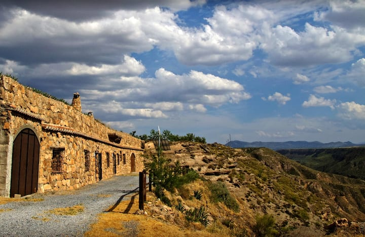 Propriété de 2 chambres à Gorafe, avec magnifique vue sur la montagne, piscine partagée et terrasse aménagée
