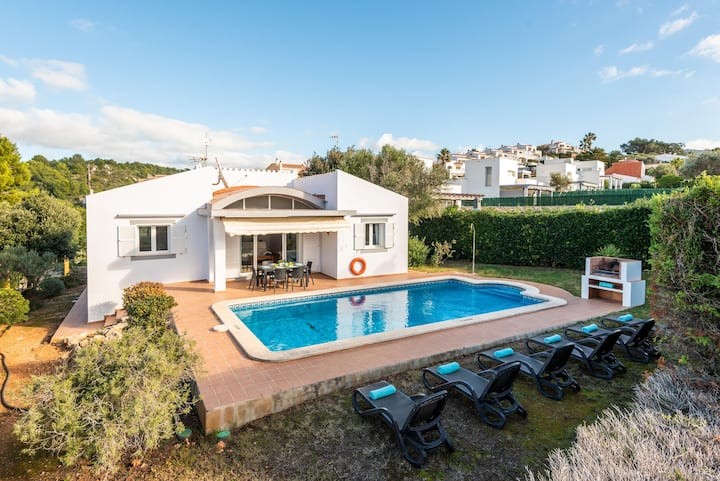 Villa Laura with Sea View, Pool, Wi-Fi, Air Conditioning & Garden; Street Parking Available