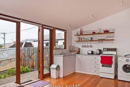 Budget 2 bedroom house - BATTERY POINT - Battery Point