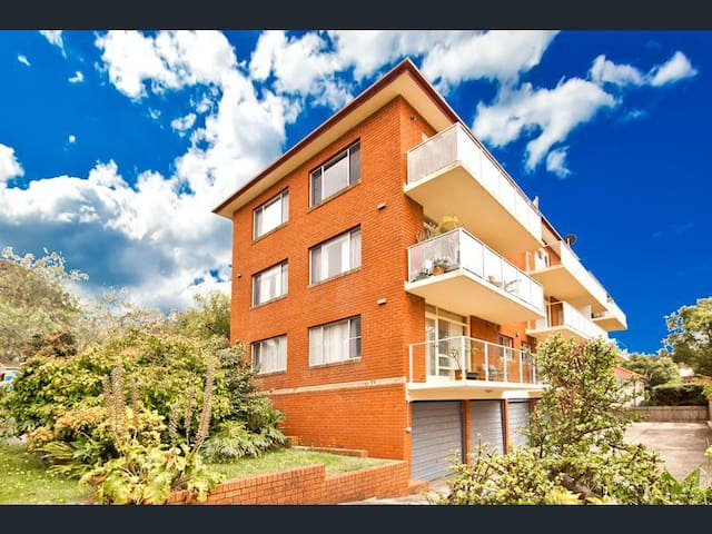 Bright 1 Bed Apt beside Freshwater Beach and Manly - Freshwater - Lägenhet