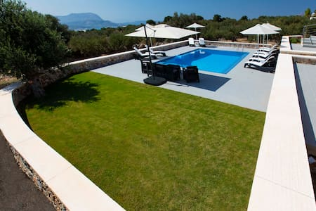 Family House with Pool for up to 4 !Great Value!