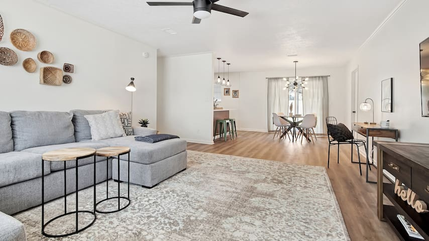 Renovated 3/2 for your stay in Lynn Haven, Hello