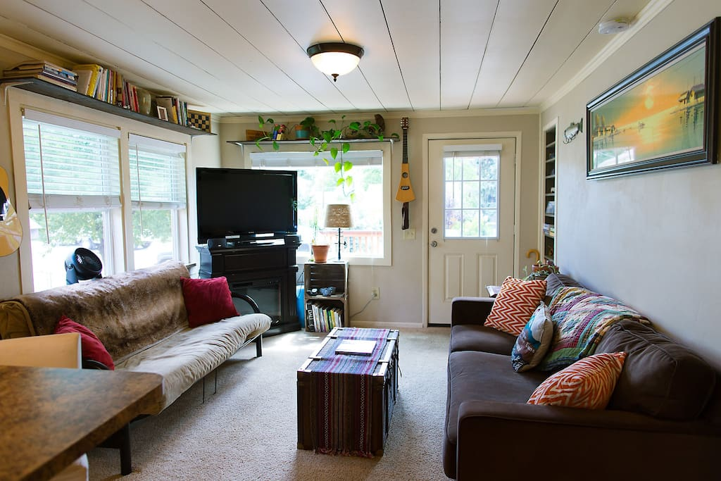 Open space with big screen TV, Books, Hiking trail maps, guitar, and a relaxing environment