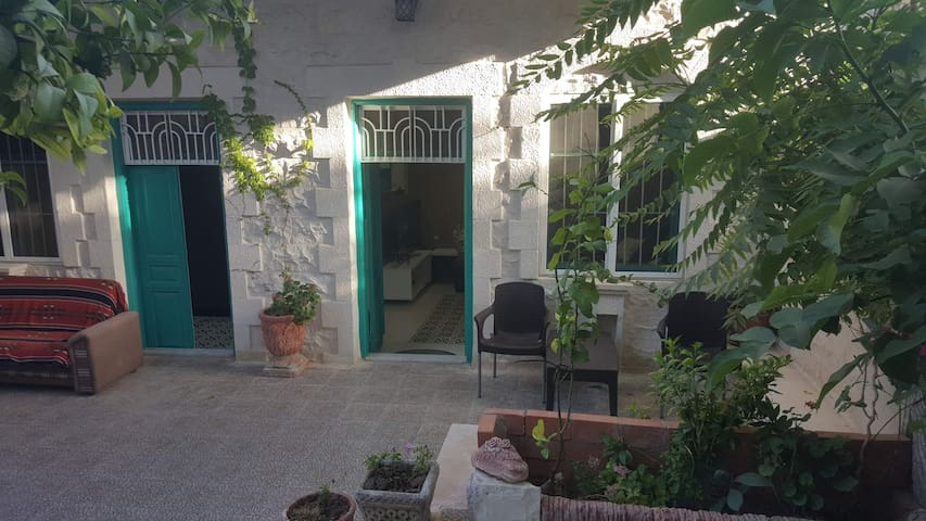 Mixed. tradition and modern  studio in old Amman