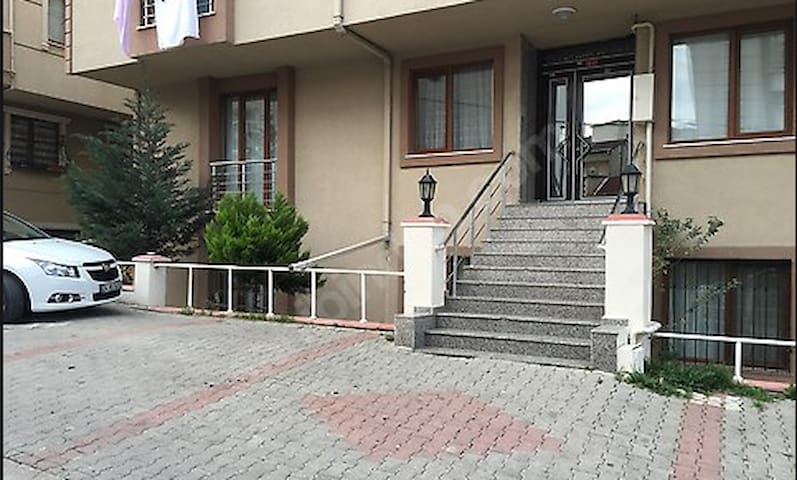 Small and Low Cost Place - Ataşehir - Apartment