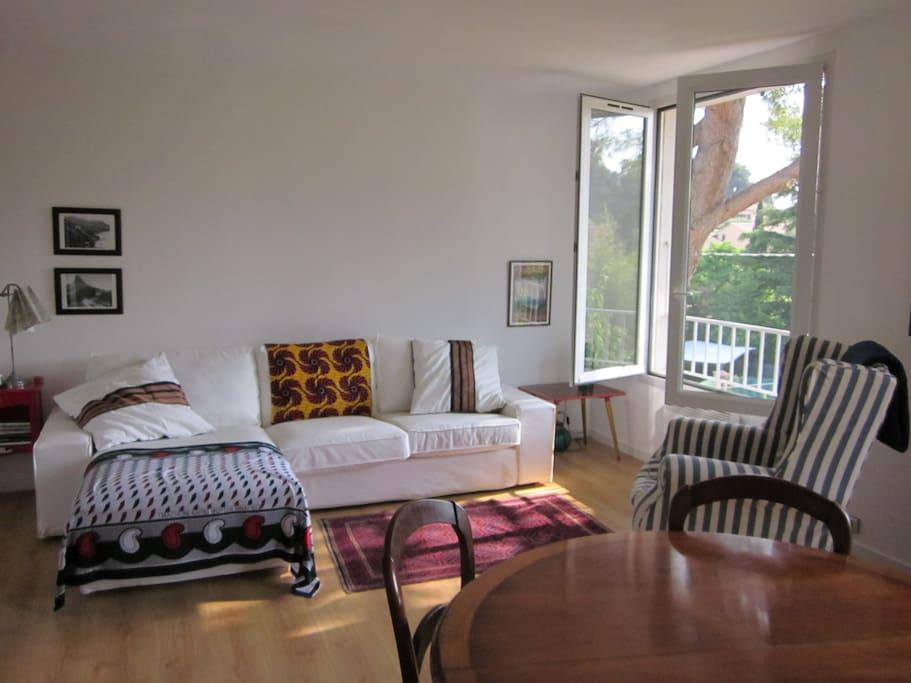 Calm, sunny open-plan lounge