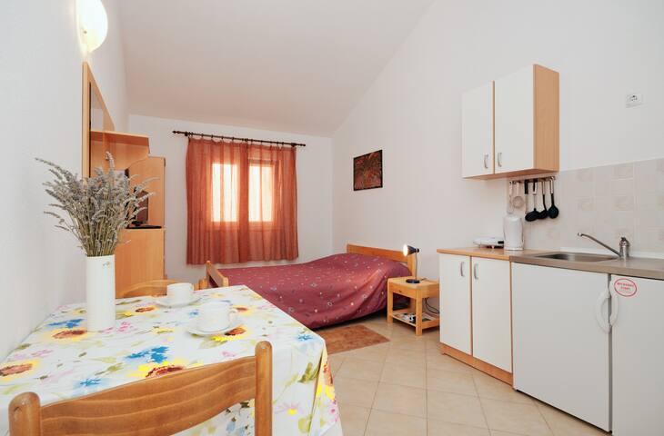 Apartman Lučić-studio - 2min walk from the beach
