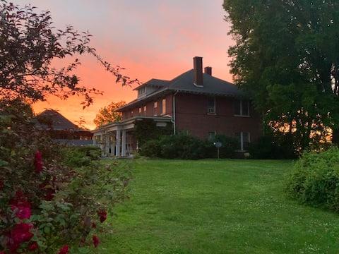 Mansion in Historic Region (Room 4 rent)