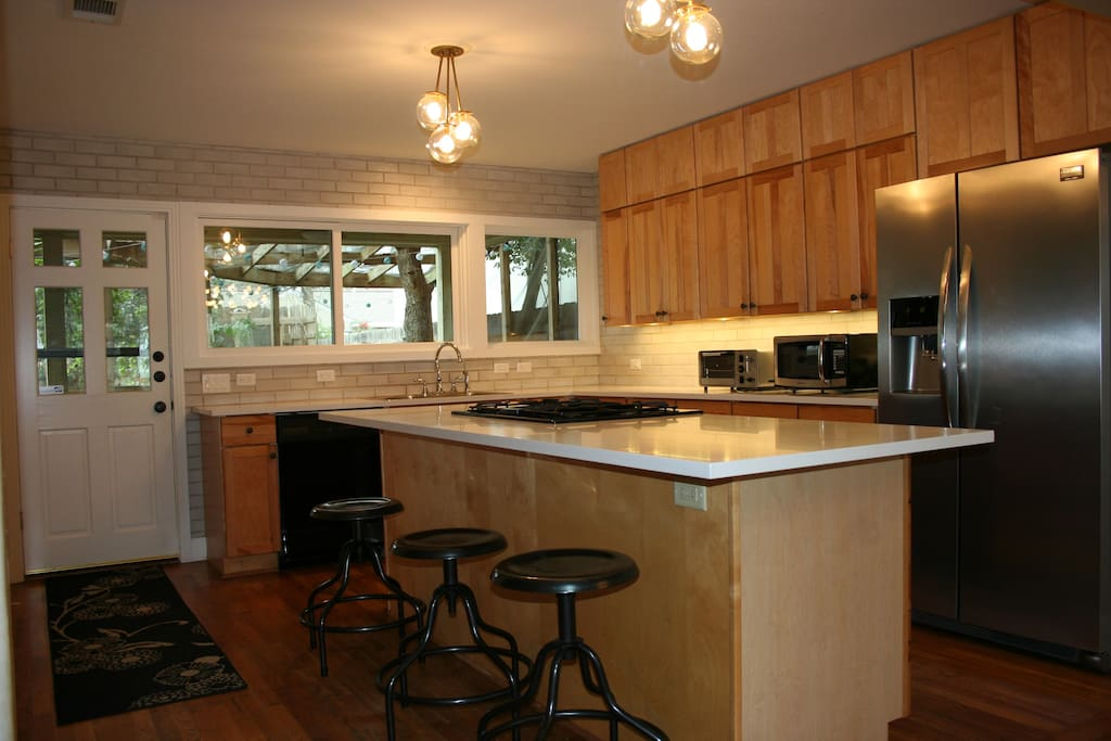 Large eat-in kitchen opening out to large covered & screened back porch
